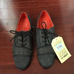 NWT Toms Flats Size 5